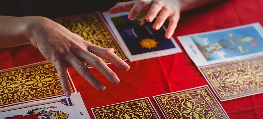 Lär dig mer om tarot och spådom